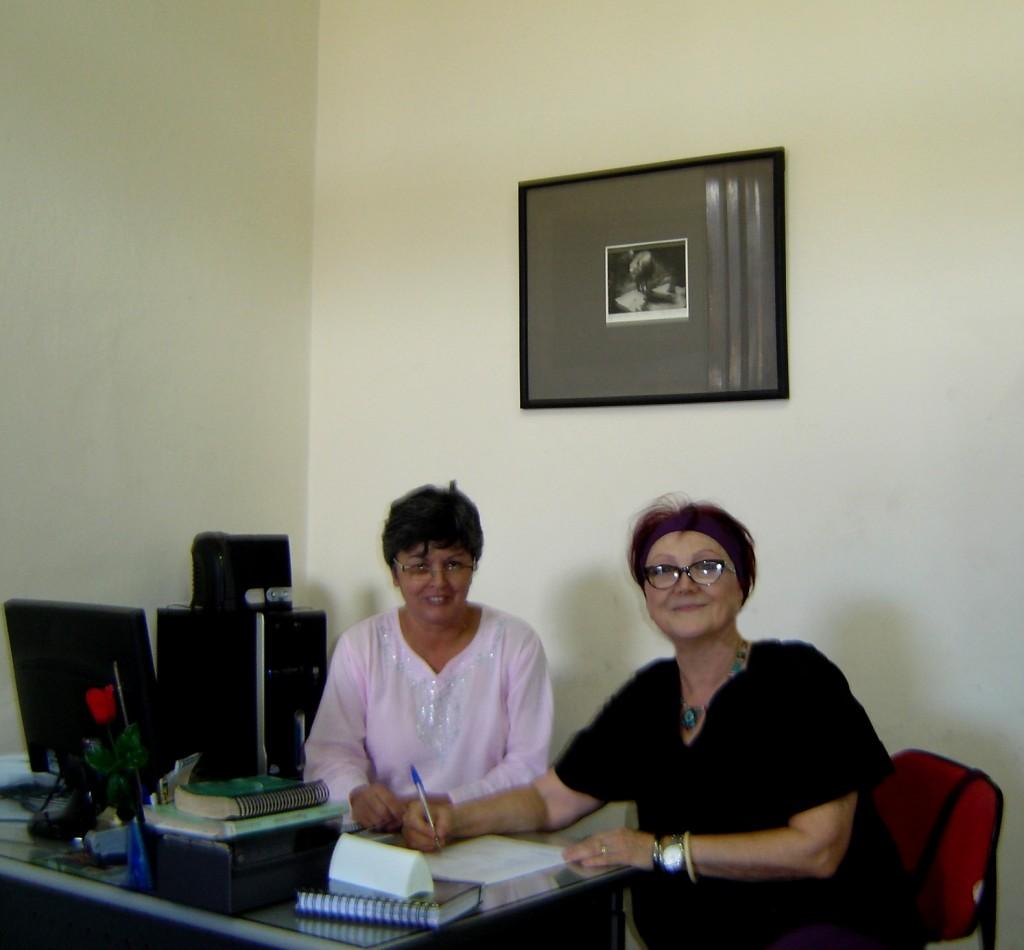 Assinando contrato, em março de 2012, na Fundação Cultural, para a edição do livro: Jacareí - Tempo e Memória, projeto contemplado pela LICe que será patrocinado pela Jacareí Transportes Urbanos