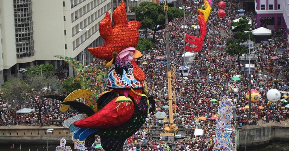 Bloco do Galo da Madrugada Imagem http://blog.costabrazil.com/destinos-incriveis-pra-passar-o-carnaval/