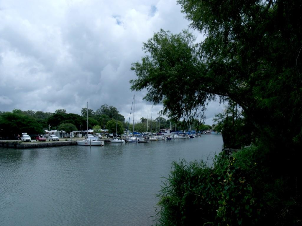 Um dos inúmeros canais que alimentam a Lagoa dos  Patos em São Lorenço do Sul