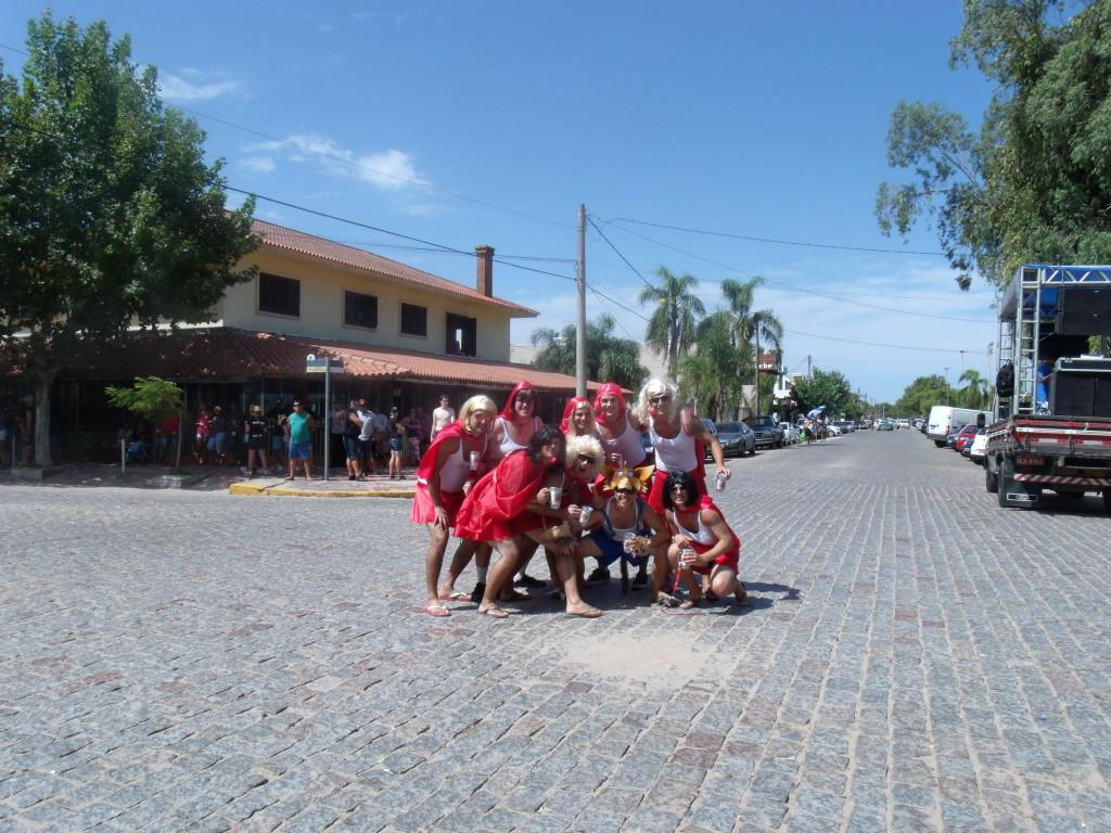 Grupo Fantasiado para Desfile dos carros Humorísticos em SLS