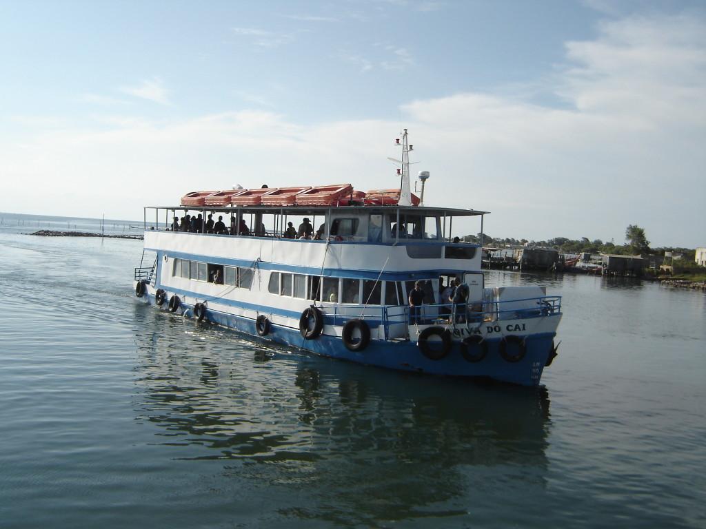 Barco de passageiros para travessia entre S.J.Norte e Rio Grande