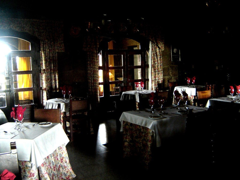 Que tal um jantarzinho nesse salão?
