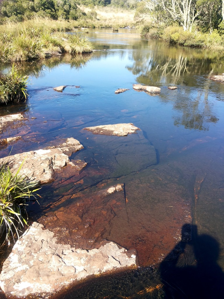 Atravessando a cachoeira do Tigre Preto por cima