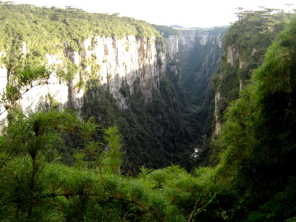 Caniaon de Itaimbezinho com rio