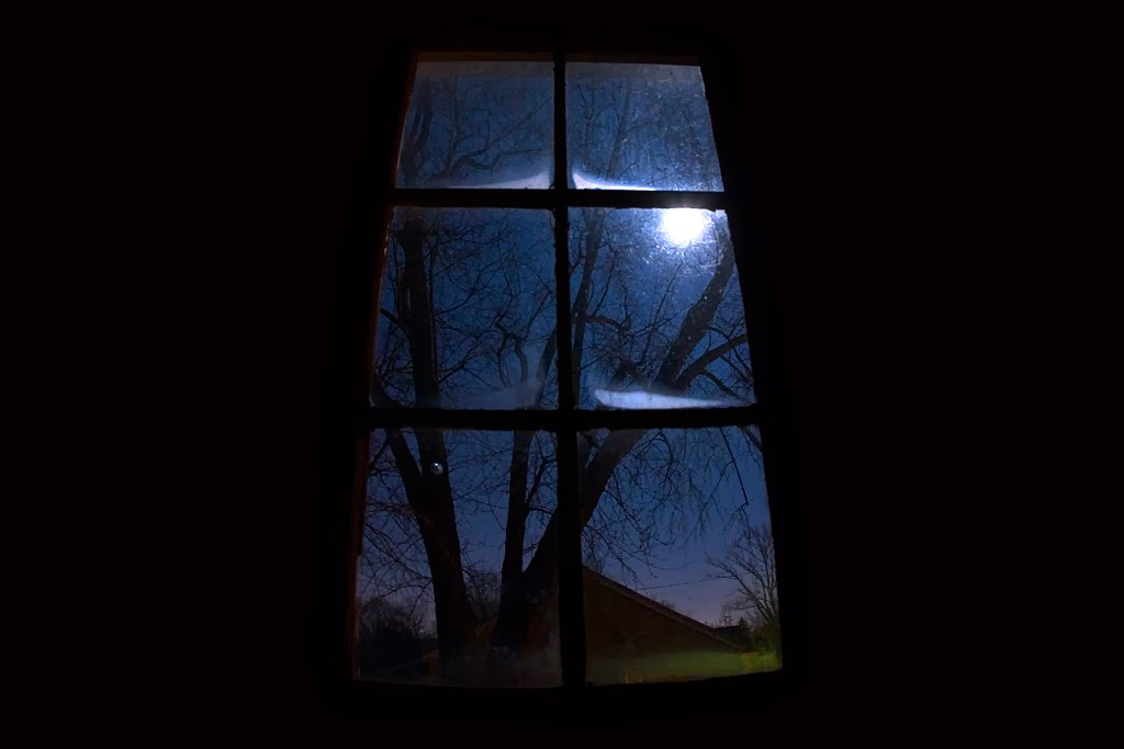 janela com lua