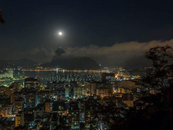 Lua azul na Praia de Botafogo foto de Marcello Cavalcanti
