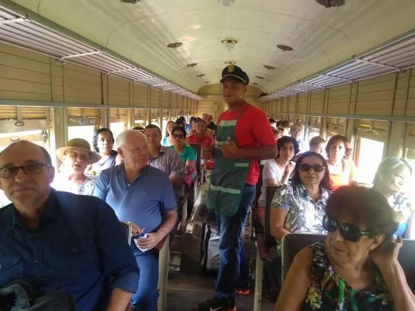 dentro do trem